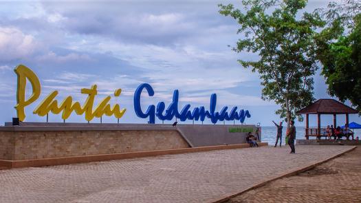 Wisata Pantai Gedambaan